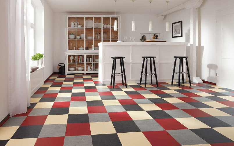 Go Retro With Vinyl Checkered Flooring