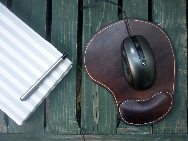 ergonomic mouse pad with notebook