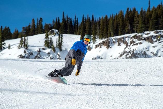 Men's snowboarding clothing